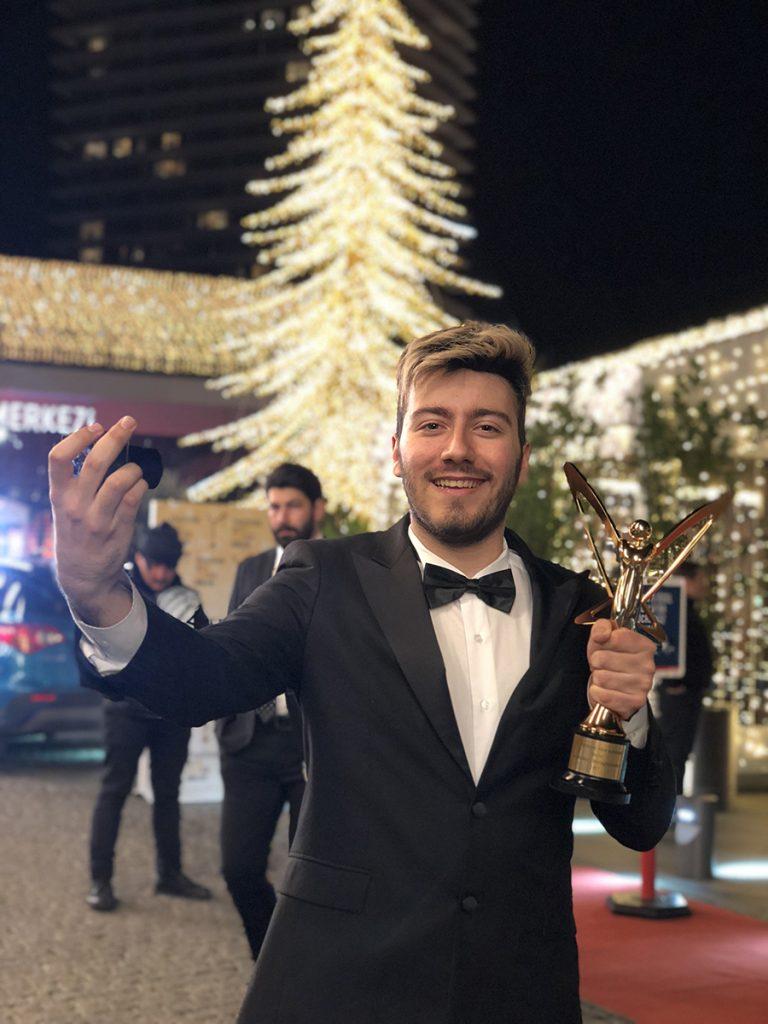 Türkiyenin En çok Takipçili Youtuberı Enes Baturun Ilk Filmi