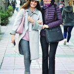 Gülperin Sertdemir, kızı Nesligül Sarıgözoğlu ile alışveriş turundaydı.
