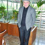 Folkart Çarşı'da yer alan Yüzevler Kebap'ın sahibi Selahaddin Aydoğdu, uyumlu giyim tarzı ile dikkat çekti.