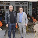 Ünlü iş adamı Emin Önal ve Folkart Yönetim Kurulu Başkanı Mesut Sancak, katıldıkları bir toplantı sonrası öğle yemeğine giderken objektifimize yansıdılar.