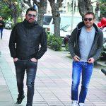 İzmirli şarkıcı Murat Dalkılıç, konser için geldiği memleketinde yakın dostu iş adamı Vedat Akça ile bir araya geldi.