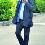 Osman Demirkaya, telefon trafiğindeyken objektifimize yansıdı.