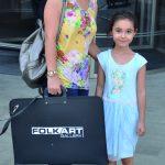 Nihal Vardar, kızı Nehir'i Folkart Gallery'e resim kursuna götürüyordu.