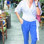 Telefonla konuşurken görüntülediğimiz Ahu Orakçıoğlu, Gram Restoran'da öğle yemeği yedikten sonra Kanyon 'dan ayrıldı.