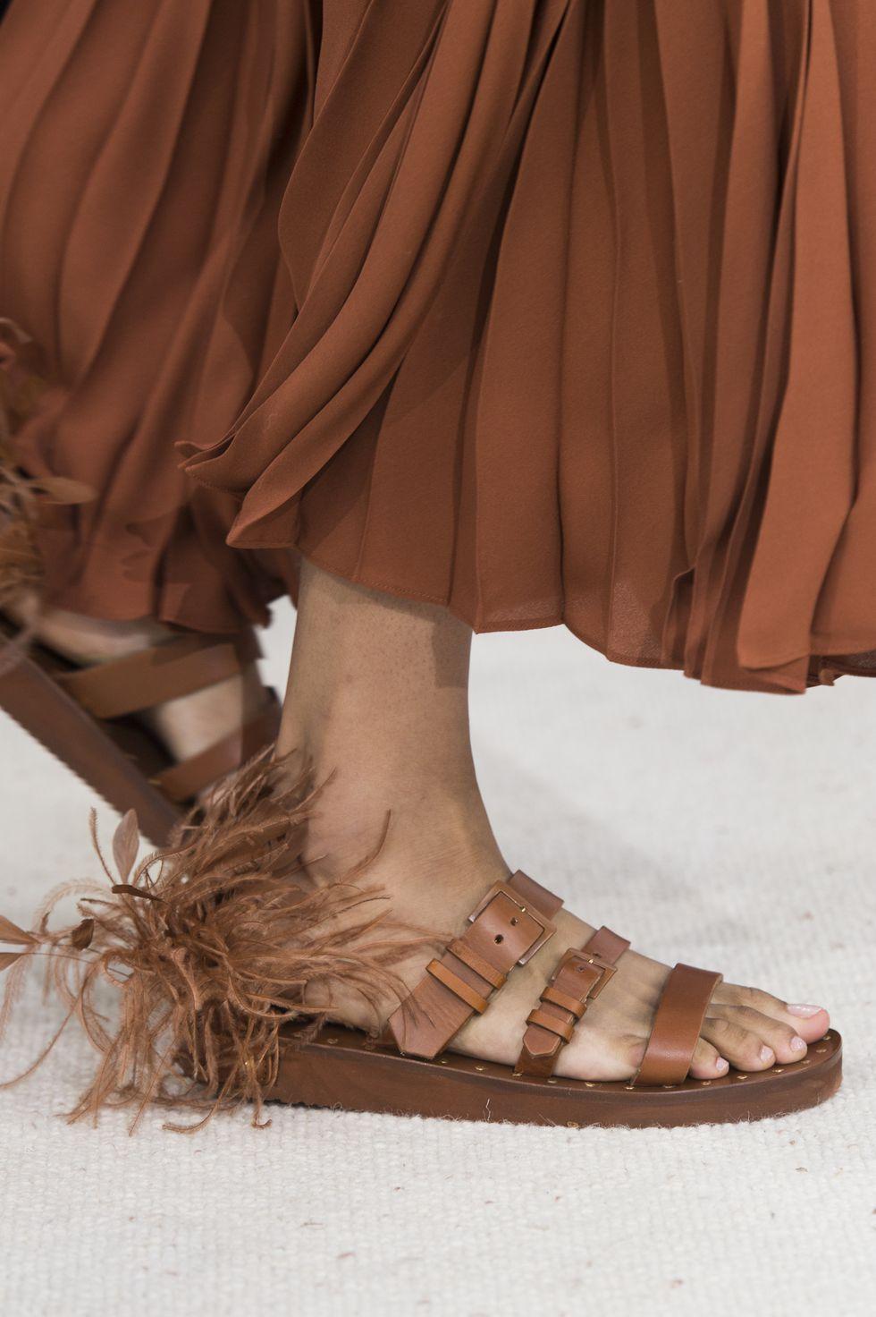 Ayakkabı ile Etiketlenen Konular