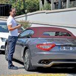 Gemak Yapı 'nın sahibi Mehmet Ali Korkmaz, arabasını park ettikten sonra toplantıya gitti.
