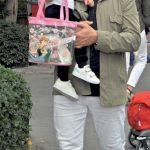 Bilgin Palanca, dünyalar tatlısı torunu Nisa Kabakçı ile birlikte parka giderken görüntülendi.