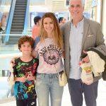 İş insanı Lemi Gülman, eşi Ece Gülman ve oğlu Emir ile Akmerkez'de kameralara yansıdı. Gülman ailesi alışveriş yaptıktan sonra birlikte akşam yemeği yediler.