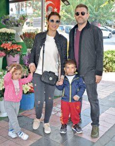 Ali-Mehlika Boz çifti, çocukları Beren ve Kerem ile güzel havanın tadını çıkardılar.