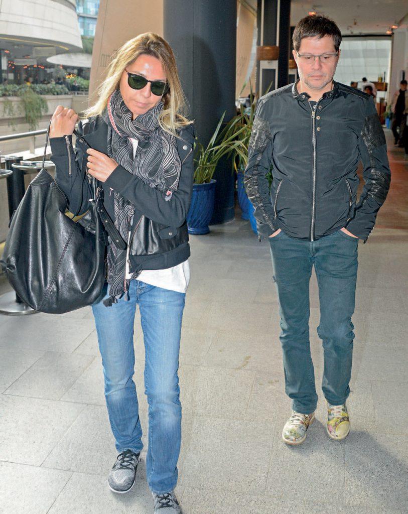Ünlü şarkıcı Mirkelam ile sevgilisi Aysen Sabancı geçtiğimiz gün Kanyon'daydı. Mirkelam ve Aysen Sabancı D &R mağazasından alışveriş yaptılar ve daha sonra Kanyon'dan ayrıldılar.
