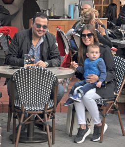 Kerzzpos şirketinin sahibi Tolga Erken, eşi Burcu Erken ve dünyalar tatlısı oğlu Tolgahan ile hafta sonu % 100 Cafe' deydi.