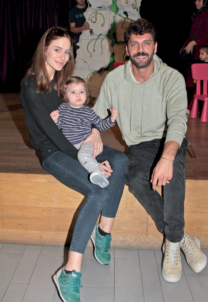 Oyuncu Can Nergis, model eşi Jelena Milos Avjevic ile Trump Alışveriş Merkezi'nde objektiflere yansıdı. Mağazaları gezen ve kahve molası veren çift , kızları Mila ile birlikte Trumpland'daki tüm oyuncakları deneyimledi.