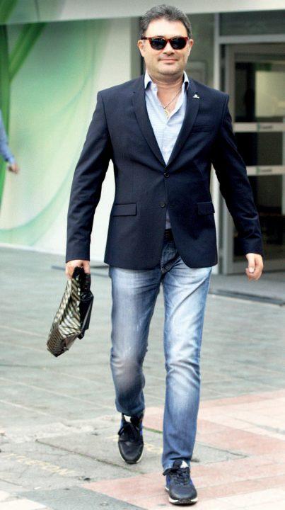 Belediye meclis üyeliği için adaylık başvurusu yapan iş adamı Emre Atalay, alışveriş turunda objektiflere yansıdı.