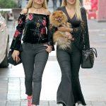 Ahmet Yar Soğutma Satış Sonrası Hizmetler çalışanı Gülay Çavuşoğlu ile Eczane Nilge'nin sahibi Eczacı Nilge Demirtaş, Poppy isimli köpeği ile Meksika Sokağı'ndaydı.