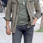 Kuaför Murat Deler, yorgunluk kahvesini içtikten sonra sahibi olduğu Garage Hair Repair Studio mağazasına giderken görüntülendi.
