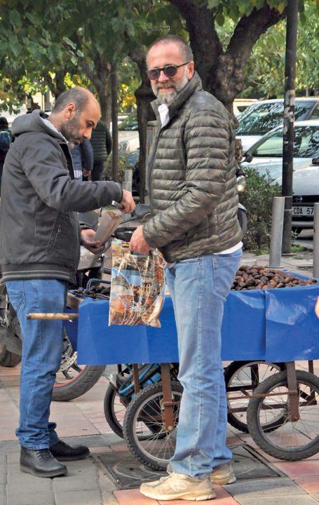Osman Maro, İstanbul seyahatinden döndükten sonra Alsancak'ta objektifimize yansıdı.