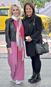 Luxor Ortopedi 'nin sahibi Süheyla Köse , yakın arkadaşı Tuba Ertürk ile % 100 Cafe'de kahve sohbeti yaptıktan sonra görüntülendi.