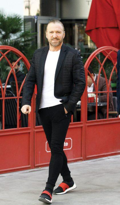 İmza attığı başarılı işlerle adından söz ettiren tasarımcı Tarkan Önal, Folkart Çarşı'da açılışı gerçekleşen Öküz adlı mekanın tasarımını gerçekleştirdiğini söyledi.