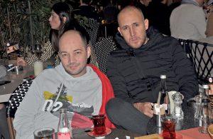 Türkay Pala ve Selahattin Bedir, % 100 Cafe' de arkadaşlarını beklerken görüntülendiler.