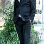 Organizasyon ve çiçekçilik şirketi Mon Jardin'in sahibi Ali Deniz'in oğlu Yeşil Deniz , EGİAD toplantısına gitmeden önce objektiflere gülümsedi