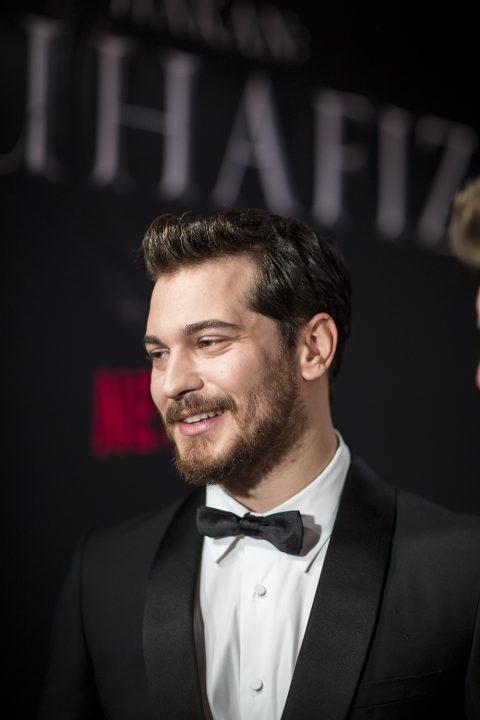 """Çağatay Ulusoy, Netflix'in orijinal serisi """"Hakan: Muhafiz"""", Sakıp Sabancı Müzesi, İstanbul'da. 5 Aralık 2018."""