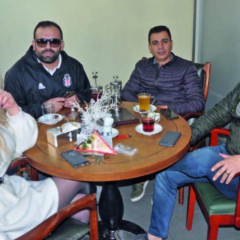 Acar Auto'nun sahibi Selim Acar ve BDR Auto'nun sahibi Ömer Bedir Reyhan Pastanesi'nde iş toplantısı yapıyordu.