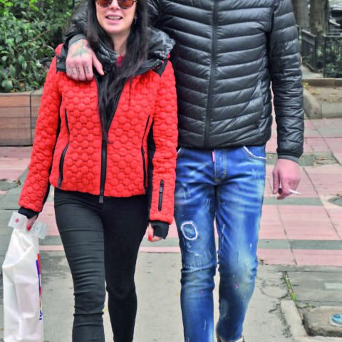 S&C Kuaför'ün sahipleri Serdar- Ceylan Antep li çifti yoğun işlerine bir öğle yemeği ile mola vermiş.