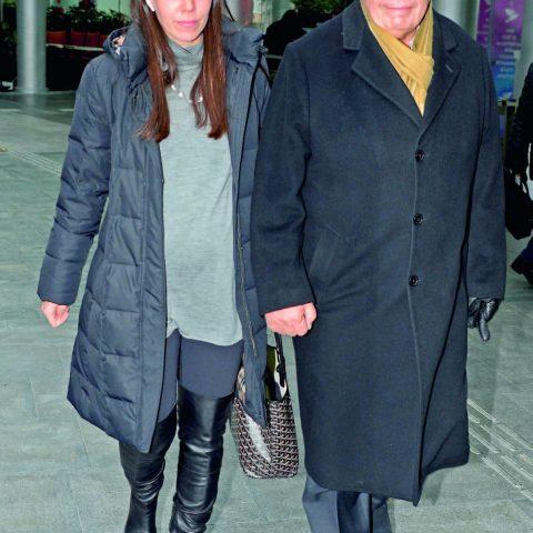 Ünlü iş adamı Halis Komili ve kızı Arzu Baştaş geçtiğimiz gün Kanyon'daydı. Baba-kız baş başa öğle yemeği yediler.