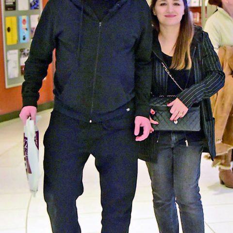Ünlü oyuncu İbrahim Büyükak ve eşi Nurdan Büyükak Akmerkez'de alışveriş yaparken görüldü.