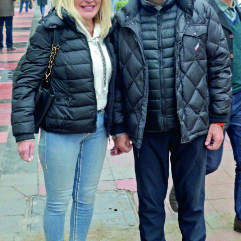 İş adamı Ahmet Önder eşi Selda Hanım ile Kordon'a baş başa akşam yemeğine gidiyordu.
