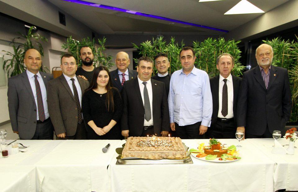 Gecede, Ocak ve Şubat ayında doğan EMD üyelerine sürpriz doğumgünü kutlaması da yapıldı. Hazırlanan pasta ESBAŞ CEO'su Dr. Faruk Güler'in katılımıyla birlikte kesildi