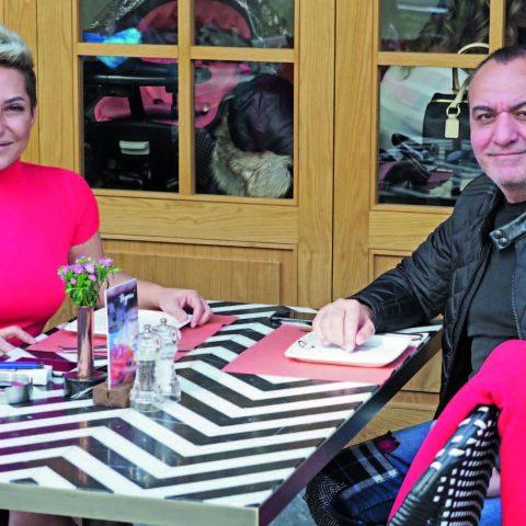 Arzu-Adnan Baybal çifti hafta sonu %100 Cafe'de aile dostlarını beklerken objektifimize yansıdı.