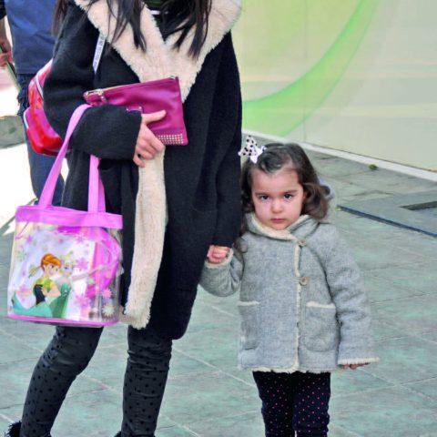 Birce Kabakçı, tatlı kızı Nisa ile sahibi olduğu Birce Plus Kaş Tasarım & Güzellik Estetik Merkezi'ne gidiyordu