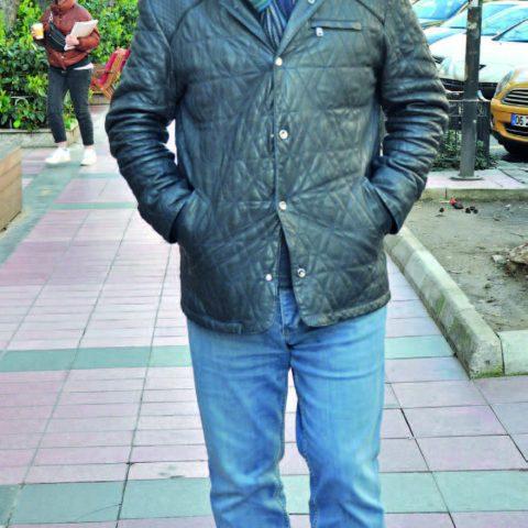 Doç. Dr. Fatih Uygur'u Alsancak'ta görüntüledik. Uygur, muayenehanesine gittiğini söyledi.