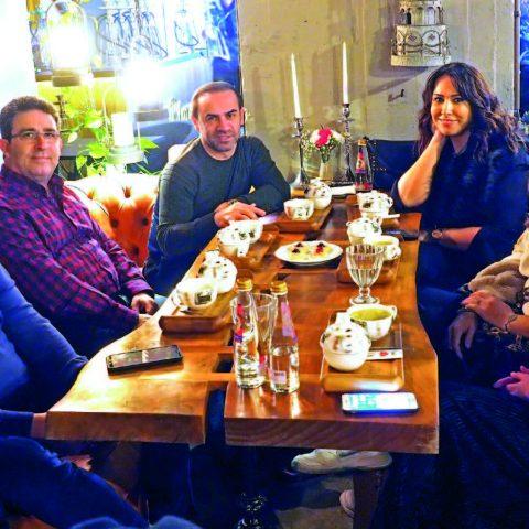 Folkart Yönetim Kurulu Başkanı Mesut Sancak, eşi İnci Sancak, aile dostları Recep Altekin, Çetin Koçak ve Yasemin Can Kaya ile Blanc'te bir araya geldi.