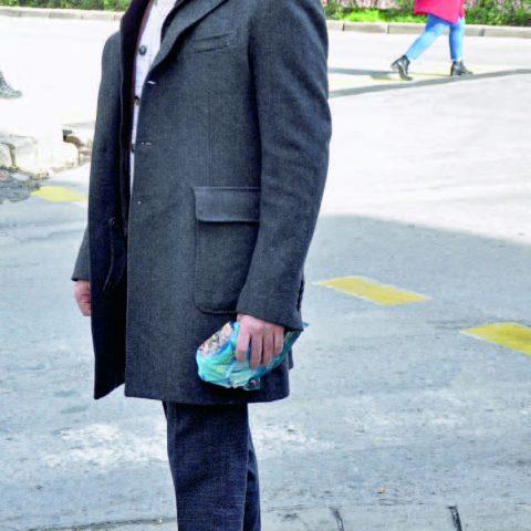 İş adamı Ekin Vural, bankadaki işlerini halletikten sonra ofisine döndü.