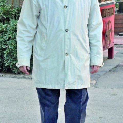 İş adamı Geza Dologh, Kordon'da yürüyüş yaptıktan sonra objektifimize yansıdı.