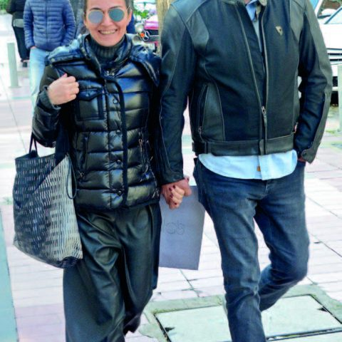 İş adamı Serkan İpek, eşi Yeşim İpek ile Kordon'daki bir mekana akşam yemeğine gidiyordu.