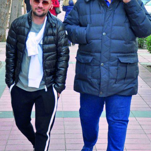İş adamı Türkay Pala yakın arkadaşı Emir Kaynak ile kafeye gidiyordu.