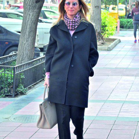 Uzman Psikolog Ayşe Özgener, kafeye giderek öğleden sonrasını arkadaşları ile sohbet ederek geçirdi.