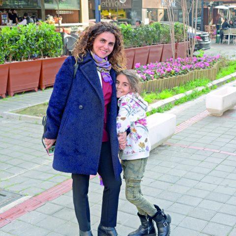 Ayda Benefrahim, kızıyla hafta sonu keyif yaptı.