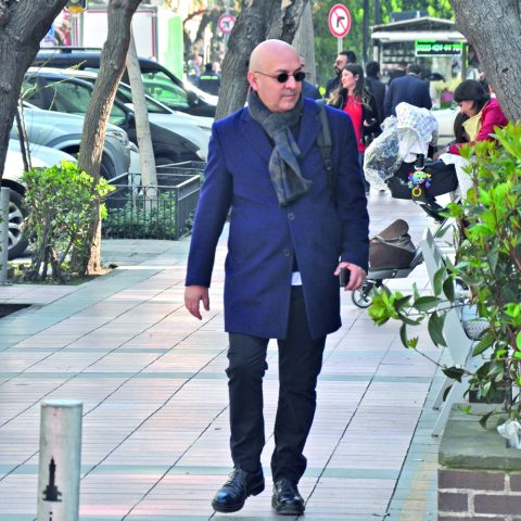 Şehir dışından gelen arkadaşları ile vakit geçireceğini söyleyen iş adamı Sinan Can, konukları ile buluşmak için %100 Cafe'ye gidiyordu.