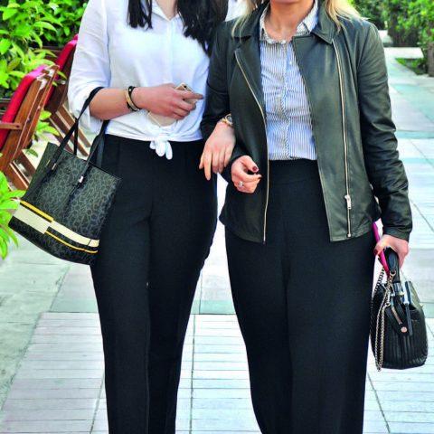 Bayraklı Sunucu Plaza'da hizmet veren Ametist Clinic'in sahibi Özlem Tatar, kızı Nisan Tatar ile alışveriş için Alsancak't aydı.