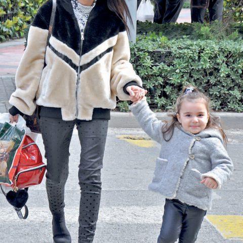 Birce Plus Kaş Tasarım&Güzellik Estetik Merkezi'nin sahibi Birce Palanca Kabakçı, kızı Nisa ile doğum günü partisine giderken objektifimize yansıdı.