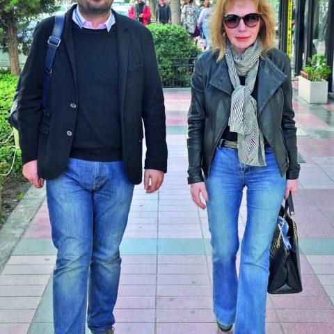 Kalp Damar Cerrahı Op. Dr. Onur Üstünel, annesi Avukat Türkan Üstünel ile kahve içmeye gidiyordu.