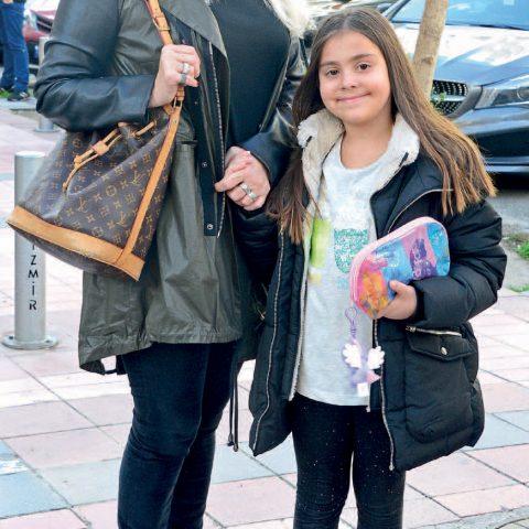 Leyla Demirgil, torunu Derin ile doğum günü partisine gidiyordu.