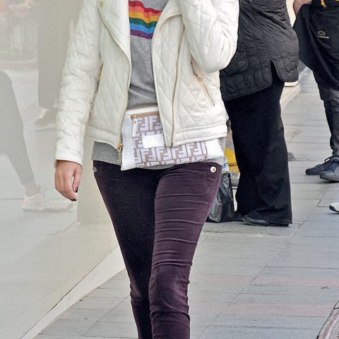 Şafak Tanık, kızını okuldan almaya giderken, bir yandan da yakın bir dostuyla telefon görüşmesi yapıyordu