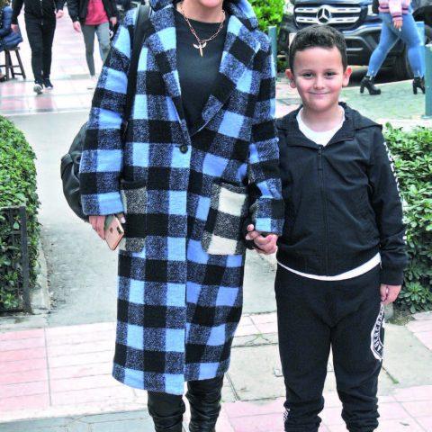 Selffit Studi o'nun sahibi Elif Atik, oğlu Demir ile İzmir'deki bahar havasının tadını çıkartıyordu.