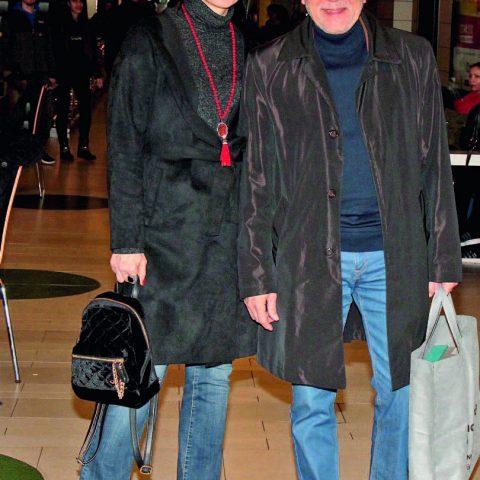 Ali-Aysun Kocatepe çifti, izlemeye geldikleri tiyatro oyunundan önce kısa bir alışveriş turu yaptı.