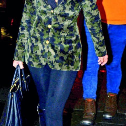 Cemiyet hayatının ünlü isimlerinden Bilge Kuru Gina Restoran'da akşam yemeği yedi.